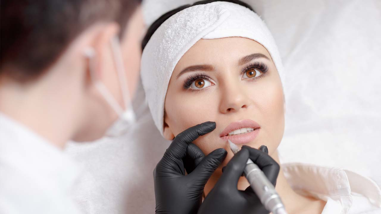Lippen Permanent Make-up Essen